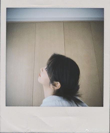 谭松韵胶片风写真