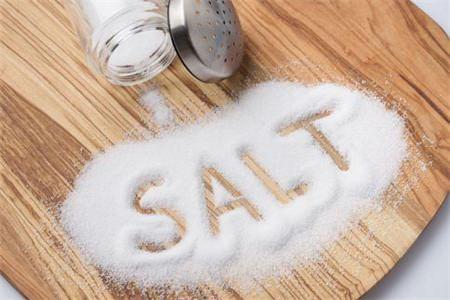 常用盐水洗脸的四大好处