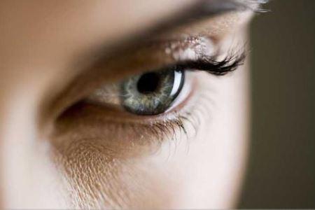 三种眼部皱纹的消除方法
