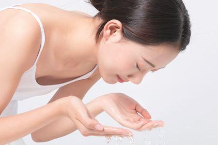 女人正确的洗脸小技巧