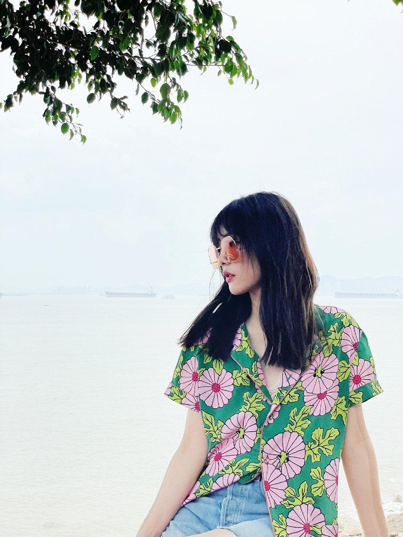 蔡文静绿色雏菊衬衣