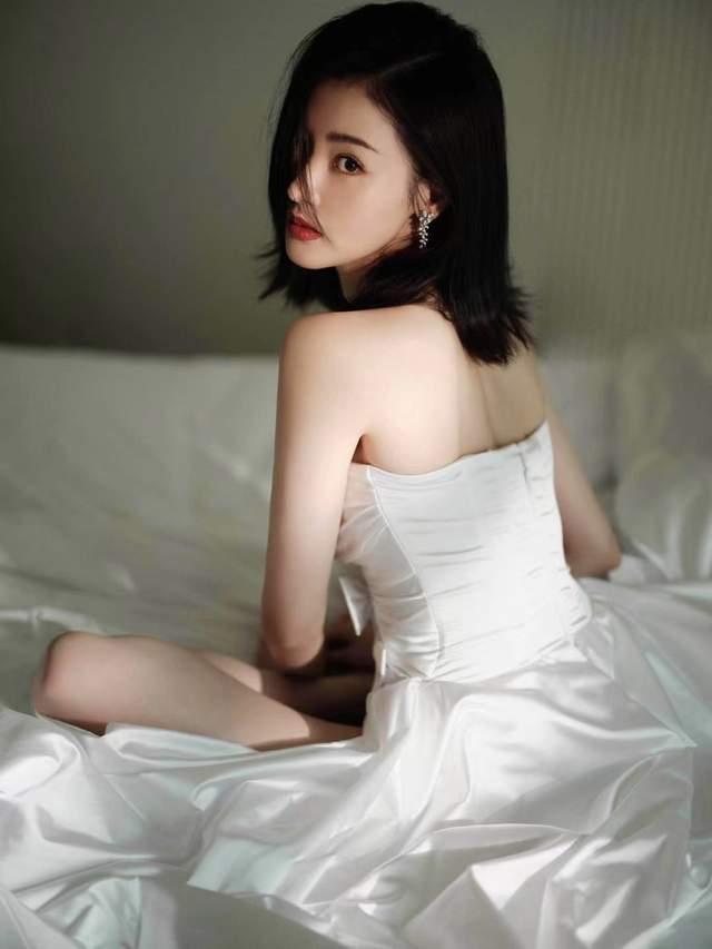 张天爱蝴蝶结镂空裙