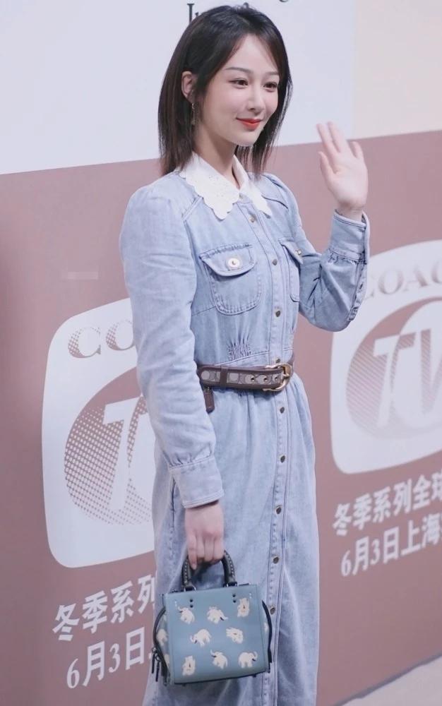 杨紫复古牛仔长裙