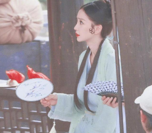 Angelababy加盟《萌探探探案》 青蛇扮相太惊艳