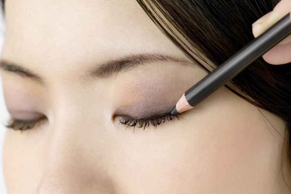四款单眼皮眼线画法 让你拥有一双魅惑电眼