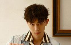 男生卷发发型