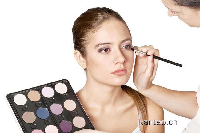 学化妆费用大概是多少 进来美编跟你详细说明